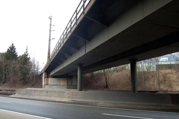 ÖBB-Brücke über die A12